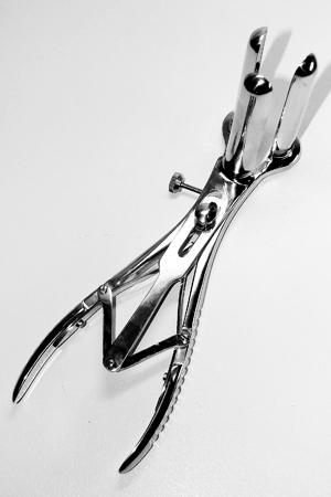 Speculum anal acier 3 branches : Tr�s beau sp�culum anal avec trois branches en acier chirurgical pour des examens approfondis...