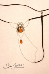 String Scarabée Sacré - argent - Un string bijou talisman, avec un scarabée sacré délicatement posé sur le pubis.