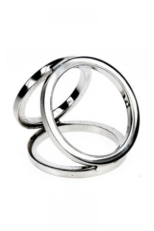 Triple cock and balls ring : Cockring avec 3 anneaux en acier inoxydable poli soud�s entre eux pour tripler les effets.