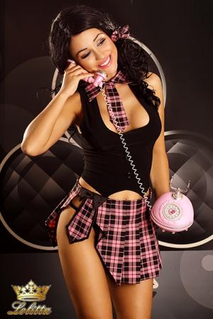 Holly - tenue d'écolière - Ensemble sexy d'écolière, jupette, plastron cravate, et les petits noeuds dans les cheveux.