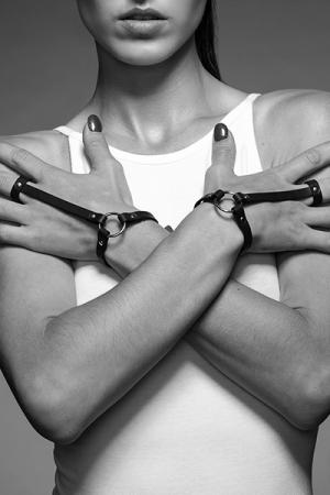 Bracelet bague noir - Maze - Un bracelet / harnais pour les mains, 100% Vegan, pour donner une touche incroyable à vos tenues.