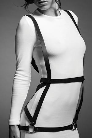 Robe harnais noire - Maze : harnais noir en forme de robe, d'inspiration bondage, 100% Vegan, collection Maze, par Bijoux Indiscrets.