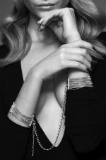 Menottes de mailles métalliques  argentées -  Des bracelets en chaine métallique argentées qui se transforment en menottes dans l'intimité. Collection Magnifique, Bijoux Indiscrets.