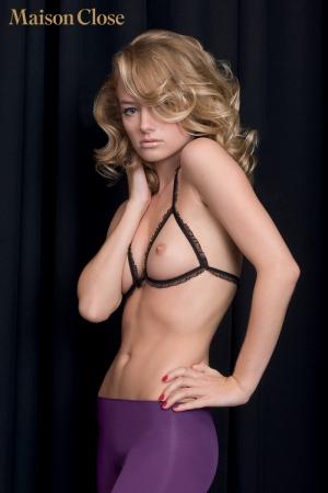 Les Seins Nus : Des lignes pures qui dessinent délicieusement les triangles de vos seins.