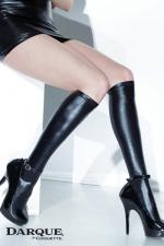 Mi-bas wetlook Darque - Un style plein d'audace avec ces chaussettes hautes en wetlook qui épousent étroitement les mollets.