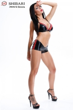 Ensemble Mari - Ensemble sexy fetish short taille basse et soutien-gorge triangle, collection Shibari, par Demoniq.