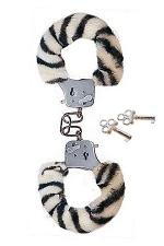 Menottes Fourrure Submissive Zebra : Vous êtes du genre Fetish-cosy ? Alors, adoptez les menottes fourrure Zèbre !