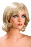 Perruque Victoria blonde - Perruque blonde aux cheveux mi-longs ayants un aspect naturel. Elle à une jolie mèche à l'avant.