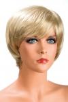 Perruque Sofia blonde - Perruque blonde aux cheveux courts ayants un aspect naturel. Elle à une jolie mèche effilée à l'avant.