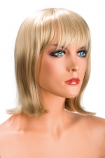Perruque Camila blonde - Perruque blonde au look résolument moderne. Camila est mi-longue avec une frange effilée.