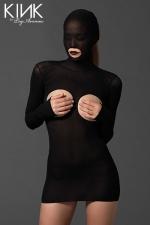 Mini robe Masked Cupless : Mini robe fetish en voile opaque, avec cagoule intégrée ouverte sur la bouche, seins et fesses nues.